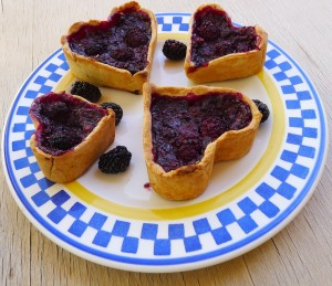 blackberry-tarts-1399608_1280