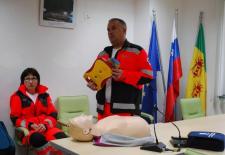 mirnopecanom-predstavili-delovanje-defibrilatorja-o-mirna-pec1