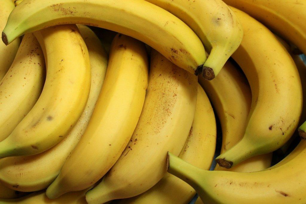 Banana, prilepljena na zid