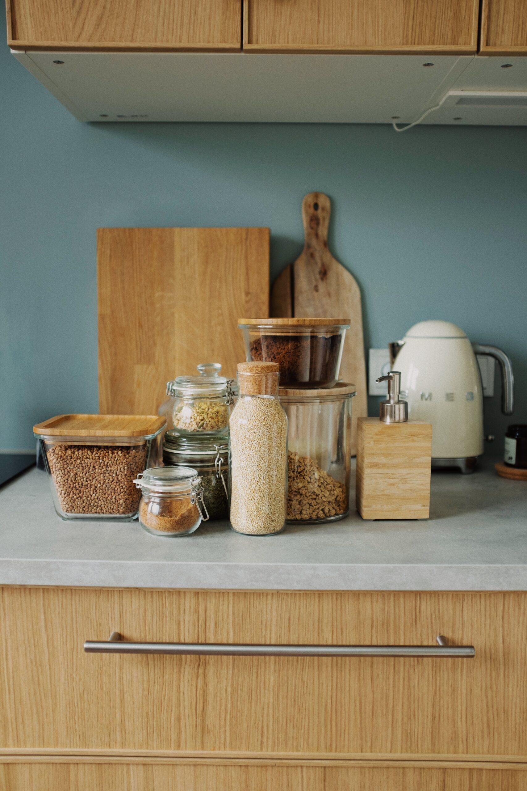 Pravi ročaji v kuhinji, lahko povsem spremenijo izgled prostora