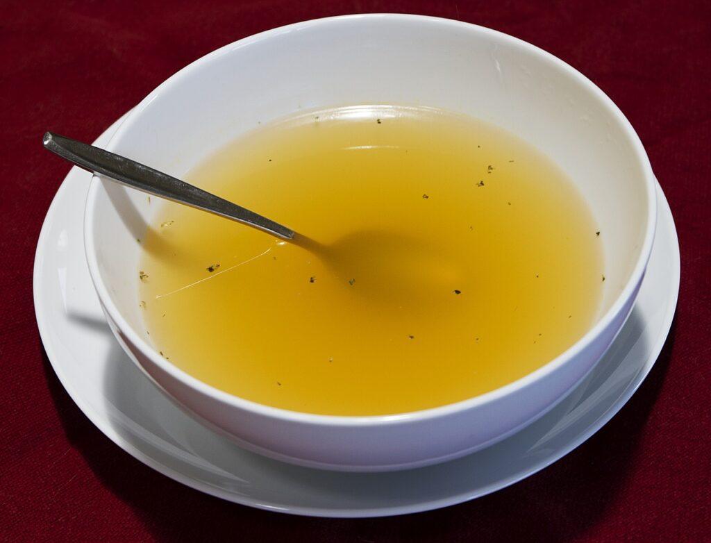 Čudovita kostna juha, ki se kuha že stoletja