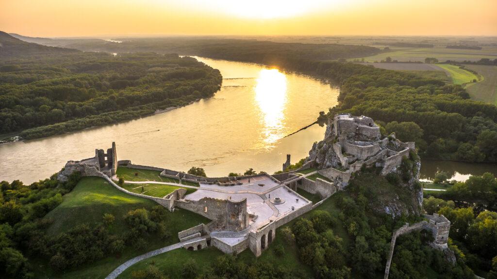 Grad Devin ob Bratislavi (vir: slovakia.com)